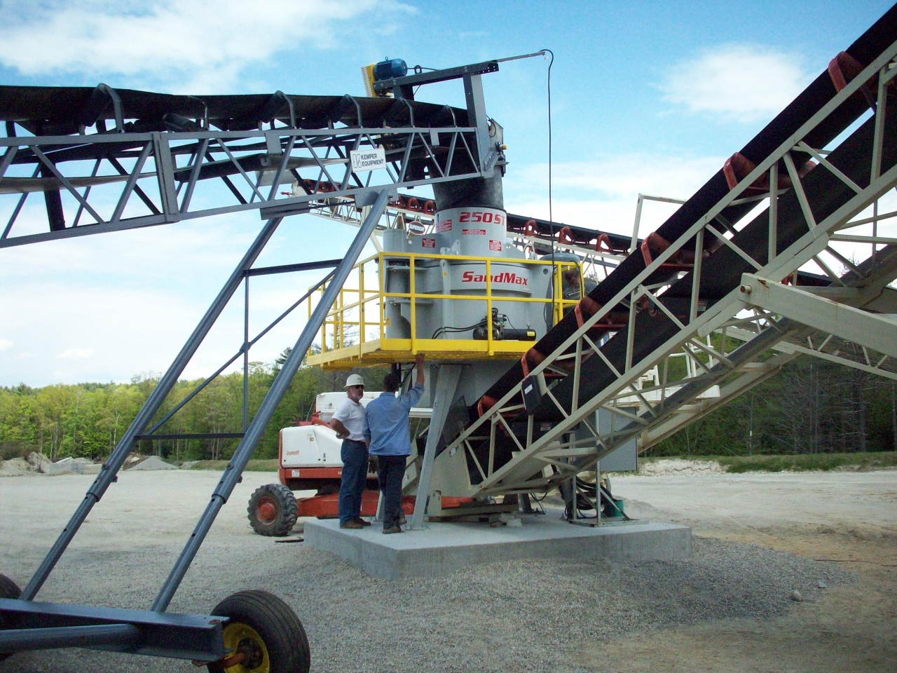 Material Handling Crushing Systems - Sandmax 250-ST Crusher Equipment