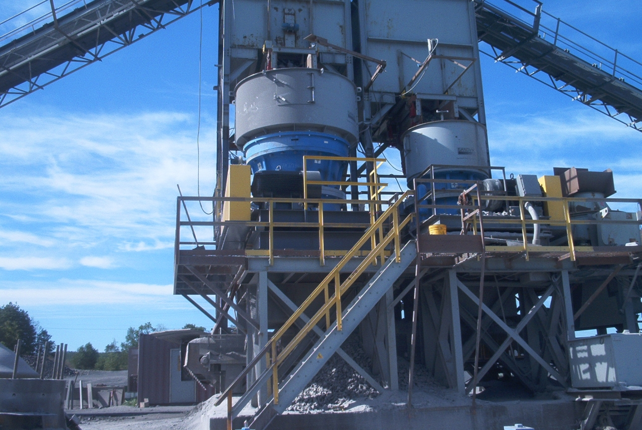 Material Handling Crushing Equipment - Cone-Gyratory Side-by-Side Crusher System
